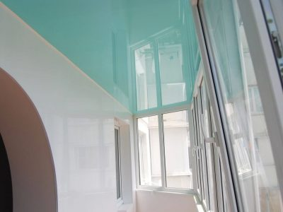 potolok-na-balkone-raznovidnosti-i-varianty-otdelki-44